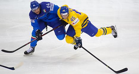 Sverige vann lätt mot Italien i ishockey-VM i Vitryssland. Foto: Sergej Grits/TT.