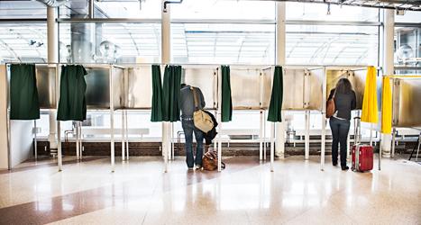 Flera kommuner ordnar lokala omröstningar den 25 maj. Foto: Lars Pehrson/TT