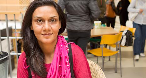 Fahima Azizi är student och bor i Malmö. Hon har bestämt sig för att rösta i EU-valet. Foto: TT
