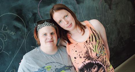 Johanna och Josephine ska rösta i valet till riksdagen. Foto: Ulrika Åling