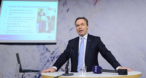 Utbildningsminister Jan Björklund berättar om en av Pisa-testerna. Foto: Anders Wiklund /TT