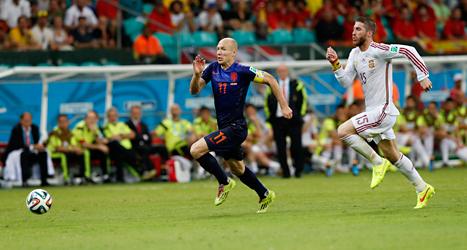 Arjen Robben gjorde två mål mot Spanien: Foto: Wong Maye/TT.