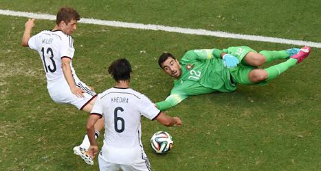 Thomas Müller gör mål i matchen mot Tyskland. Foto: Christopher Ena/TT.