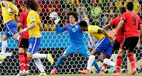 Mexikos målvakt Ochoa var lysande bra i matchen mot brasilien Foto: André Penner