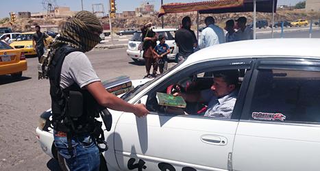 Rebellerna i gruppen Isis har tagit makten i många städer i landet Irak. Foto: AP/TT.