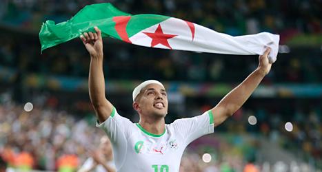 Sofiane Feghouli i Algeriet jublar över segern mot Ryssland i fotbolls-VM. Foto: Ivan Sekretarev/TT.