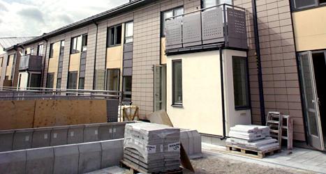 Ett hus håller på att byggas. Men Krister undrar varför det inte byggs fler gruppbostäder. Foto: TT