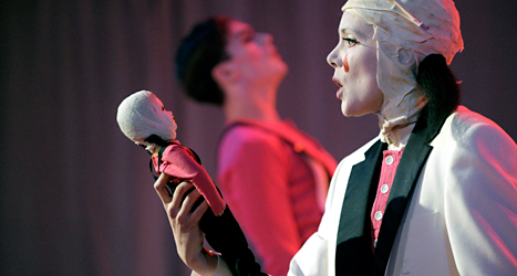 De spelar teater på Folkoperan i Stockholm. Foto: TT