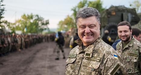 Nu anfaller vi rebellerna, säger Ukrainas ledare Petro Porosjenko. Foto: Jevgenji Maloletka/TT.