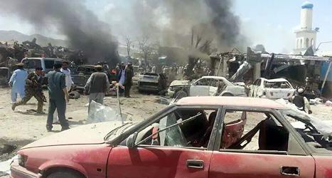 En bomb sprängdes på marknaden. Foto: Pajhwok News/TT.