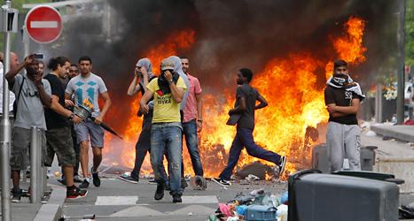 Det var våldsamma protester mot landet Israel i Frankrike.  Foto: Thibault Camus/TT.