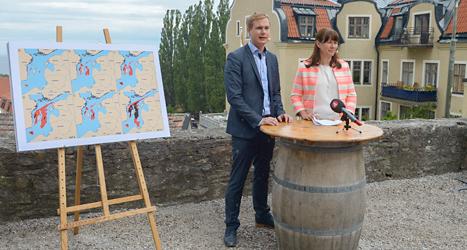 Miljöpartiets ledare Gustav Fridolin och Åsa Romson träffar journalister i Visby. Foto: TT