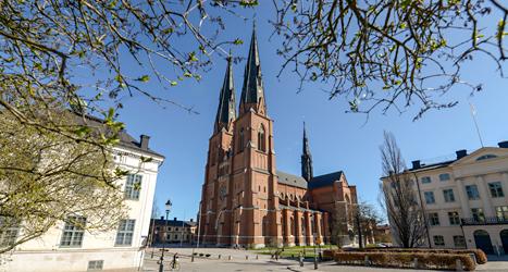 Skolornas avslutningar ska få vara i kyrkor även i fortsättningen. Det har regeringen bestämt. Foto: Bertil Ericson, TT