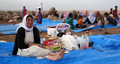 En kvinna som flytt från gruppen IS i Irak till ett läger i Syrien. Minst 50 tusen människor har tvingats fly från IS. Foto: Khalid Mohammed /TT