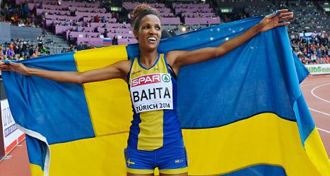 Meraf Bahta firar sitt guld på 5000 meter i EM. Foto: Martin Meissner /TT