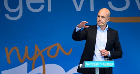 Moderaternas ledare Fredrik Reinfeldt höll sitt sommartal på Norrmalmstorg i Stockholm. Foto: Pontus Lundahl /TT