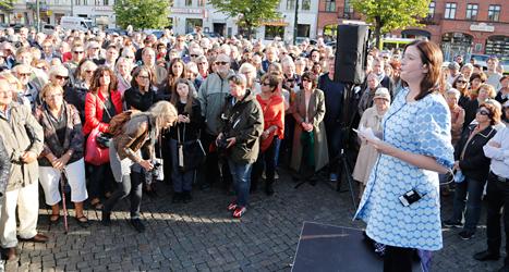 Demokratiminister Birgitta Ohlsson talar vid mötet till stöd för judarna. Foto: Stig-Åke Jönsson /TT