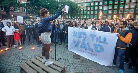 Människor i Malmö protesterade mot polisernas våld.  Foto: Drago Prulovic/TT.