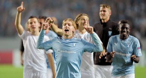 Malmös spelare jublar efter segern mot Salzburg i kvalet till Champions League. Foto: Björn Lindgren/TT.