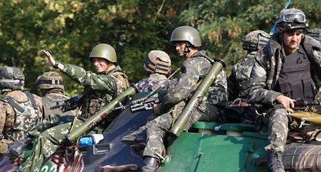 Ukrainska soldater krigar mot rebeller i östra Ukraina. Foto: Sergej Grits/TT.