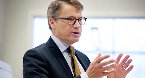 Tidigare i år berättade socialminister Göran Hägglund om regeringens förslag för cancervården. Foto: TT