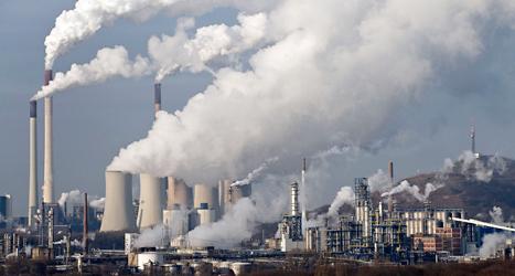 Hur ska vi stoppa utsläppen som gör att jorden blir varmare? Politikerna har olika förslag. Foto: TT