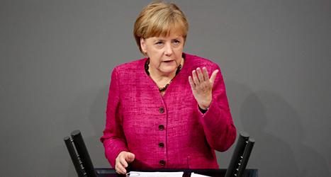 Angela Merkel vill tvinga Ryssland att ta bort alla soldater från Ukraina. Foto: Markus Schreiber/TT.