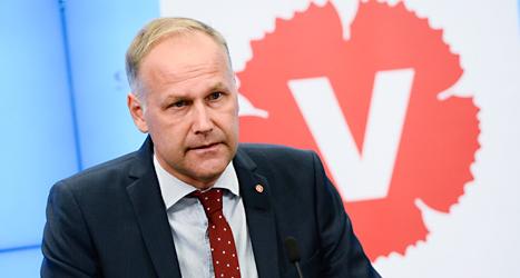 Vänsterpartiets ledare Jonas Sjöstedt är ledsen och besviken. Vänsterpartiet får inte vara med i regeringen. Foto: Claudio Bresciani/TT.