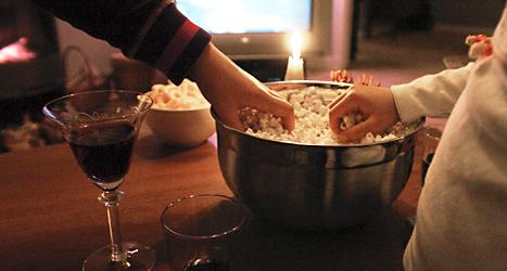 Något gott att äta och dricka behövs för ett fredagsmys. Foto: Ingvar Karmhed /SvD /TT