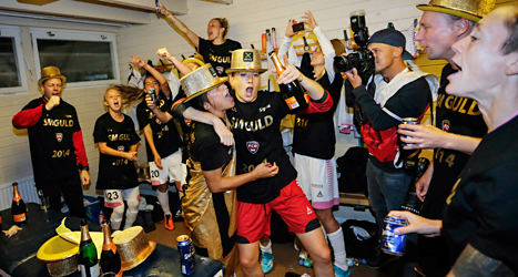 Rosengårds spelare firar ännu ett guld. Foto: Adam Ihse /TT