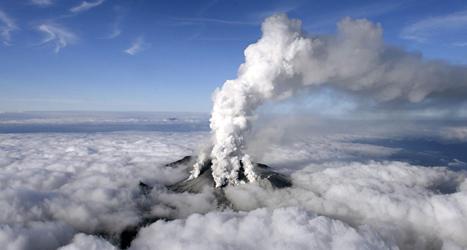 Vulkanen Ontake fick ett utbrott. Foto: Kyondo News/TT.