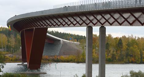 Det kostar pengar att åka på den nya bron utanför Motala. Foto: TT