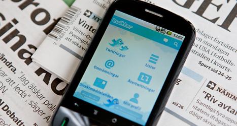 Många delar texter om politik på sajter som Twitter och Facebook. Foto: TT