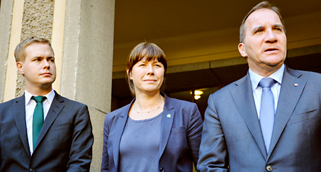 Miljöpartiets ledare Gustav Fridolin och Åsa Romson tillsammans med Socialdemokraternas ledare Stefan Löfven. Foto: TT
