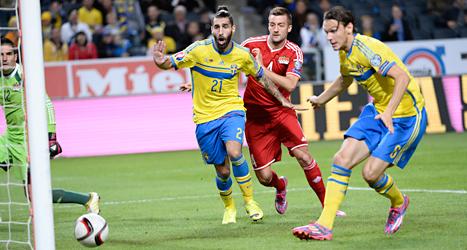 Jimmy Durmaz gör mål för Sverige. Foto: Maja Suslin/TT