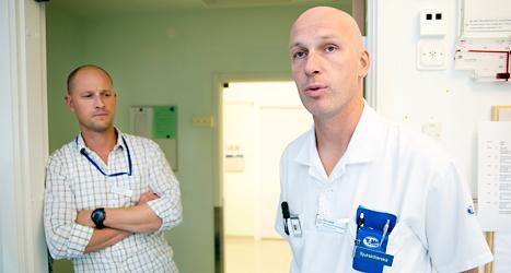 Sjuksköterskan Boo Jarhall och läkaren Göran Liffner arbetar på en avdelning som ska ta hand om ebolasjuka i Sverige. Foto: Stefan Jerrevång/TT.