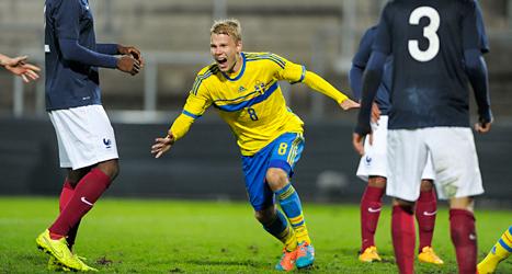 Oscar Lewicki jublar efter det avgörande målet i matchen mot Frankrike. Foto: Björn Lindgren/TT.