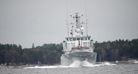 Ett svenskt krigsfartyg som letat efter ubåtar i Stockholms skärgård. Foto: Fredrik Sandberg/TT.