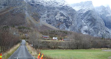 Berget Mannen i Norge kan spricka och rasa ner i dalen. Foto: Terje Pedersen/TT.