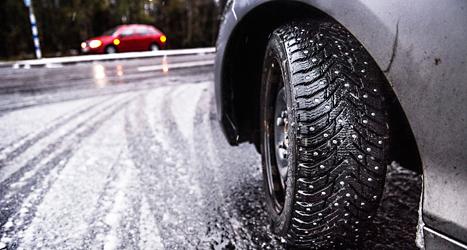 Snö och halka ställde till problem på vägarna. Foto: Tomas Oneborg/TT.