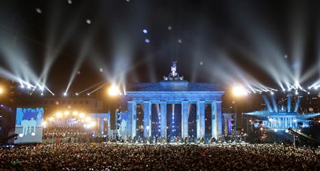 Många var med och firade i Tysklands huvudstad Berlin. Foto: Michael Sohn/TT.