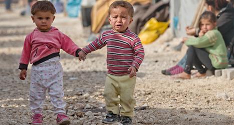 De här barnen har flytt från kriget i Syrien tillsammans med sina familjer. Men allt färre kan nu fly från kriget. Foto: Vadim Ghirda/TT