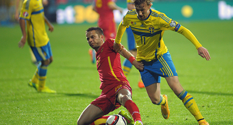 Emil Forsberg i matchen mot Montenegro. Foto: Risto Bozovic/TT