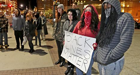 Demonstranter med plakat