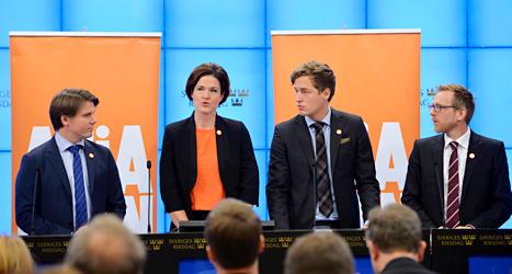 Erik Ullenhag från Folkpartiet, Anna Kinberg Batra från Moderaterna, Emil Källström från Centerpartiet och Jakob Forssmed från Kristdemokraterna berättade om Alliansens förslag. Foto: TT.