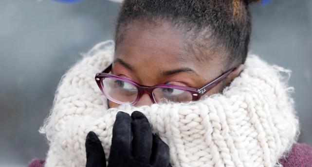 Bild på en kvinna med stor halsduk