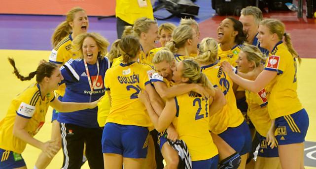 Sveriges lag jublar efter att ha vunnit brons i EM.