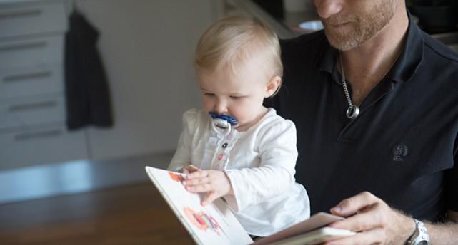 En pappa med sin dotter