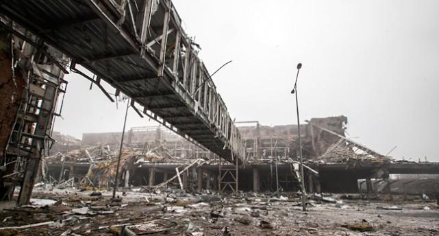 Den förstörda flygplatsen i Donetsk