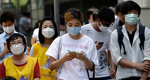Sydkoreaner med munskydd.